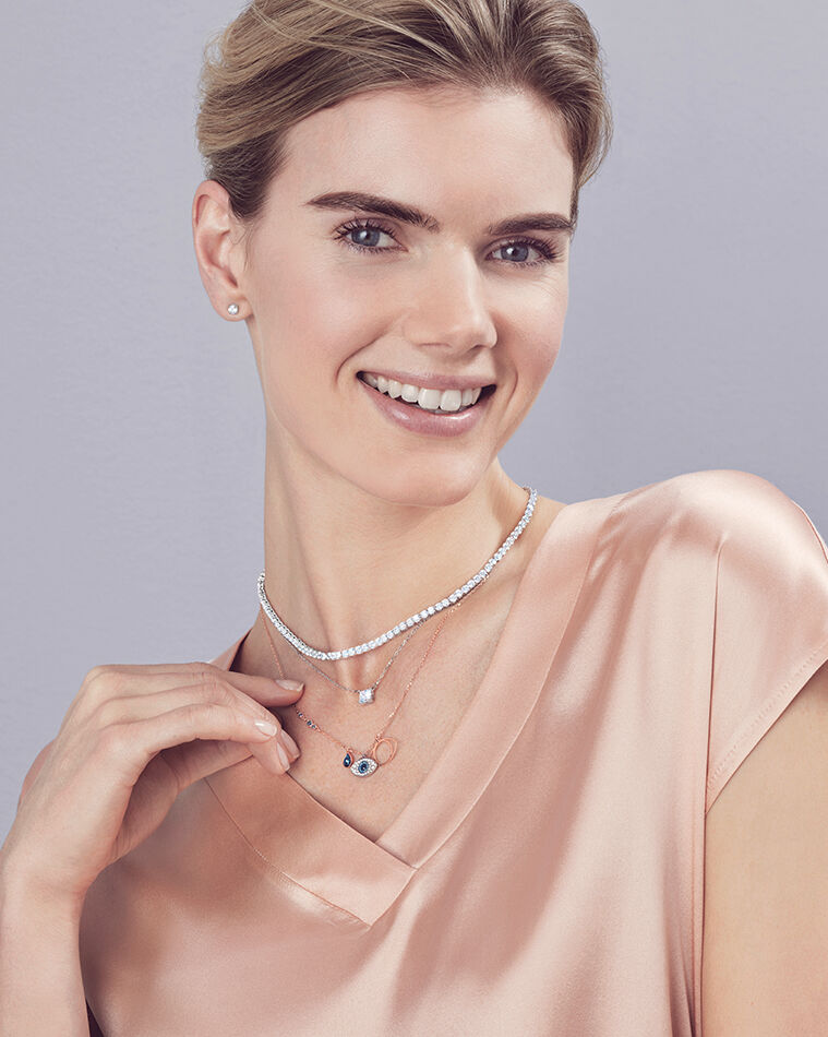 HOW TO STYLE: NECKLACE LAYERING